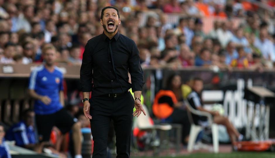 Temporada 14-15. Jornada 7. Valencia-Atlético de Madrid. Simeone dando órdenes a los suyos.