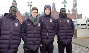 UEFA Europa League 2012-13. Galass, Iván Calero, Borja Galán y Ndoye posan en la Plaza Roja de Moscú