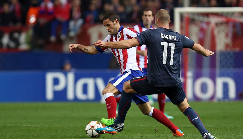 temporada 14/15. Partido Atlético de Madrid Olympiacos. Mario con el balón durante el partido