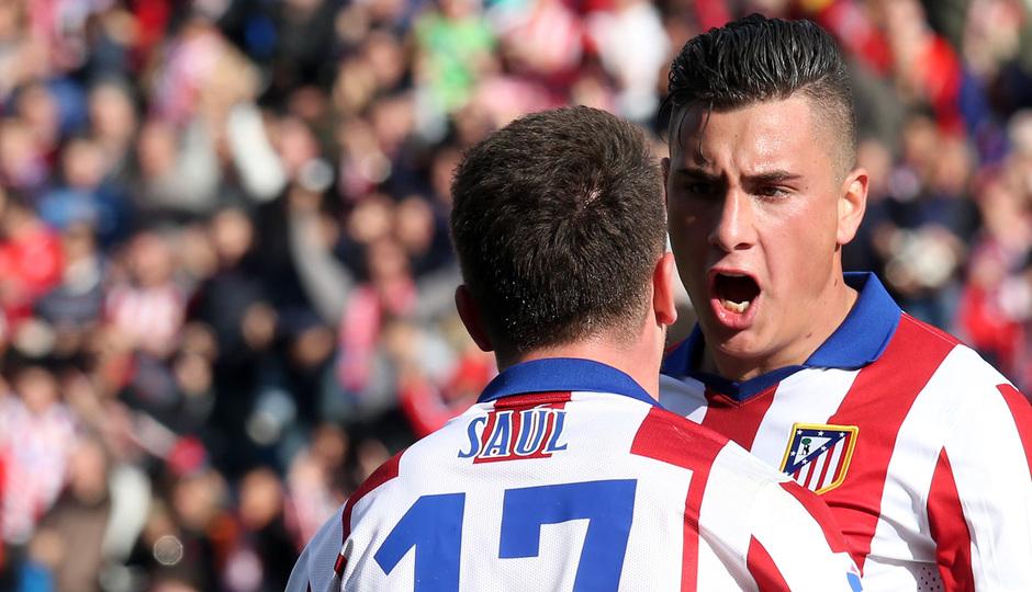 temporada 14/15. Partido Atlético de Madrid Deportivo. Giménez y Saúl celebrando durante el partido