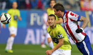 temporada 14/15. Partido Atlético de Madrid Hospitalet.  Mandzukic marcando gol durante el partido