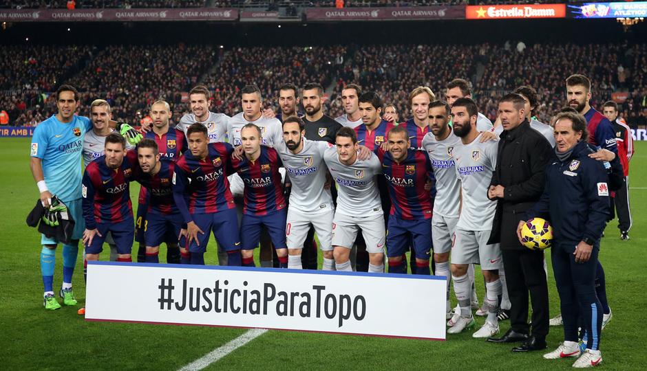 Temporada 14-15. Jornada 18. FC Barcelona-Atlético de Madrid. Los equipos posan juntos al comienzo del partido.