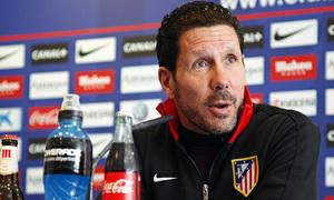 Temporada 12/13. Rueda de prensa. Simeone gesticula mientras habla durante la rueda de prensa en estadio Vicente Calderón
