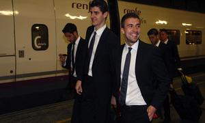 Copa del Rey 2012-13. Courtois y Gabi sonríen tras bajarse del AVE en Sevilla