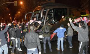 Temporada 12/13. Llegada.Semifinales de la Copa del Rey. Autobus Jimenez (no oficial) saliendo de  la estación de atocha tras el partido en el Pizjuán