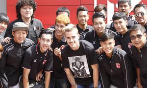 Griezmann compartió unos minutos con el equipo Sub 19 del Muangthong United