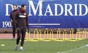Simeone, en un momento del entrenamiento realizado en el Calderón el lunes 4 de marzo
