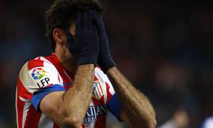 Temporada 12/13. Partido Atlético de Madrid Real Sociedad. Diego Costa lamentandose durante el partido