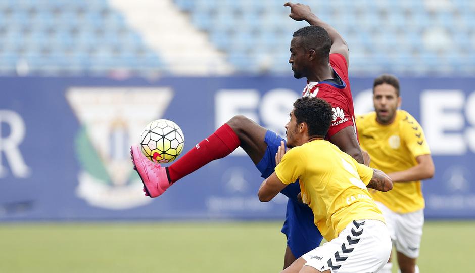 Primer partido de Jackson. Triangular disputado en Butarque. El jugador colombiano controla un balón