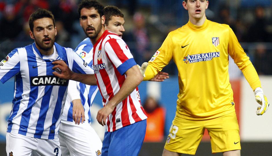 Temporada 12/13. Partido Atlético de Madrid Real Sociedad. Courtois sube a rematar un corner durante el partido
