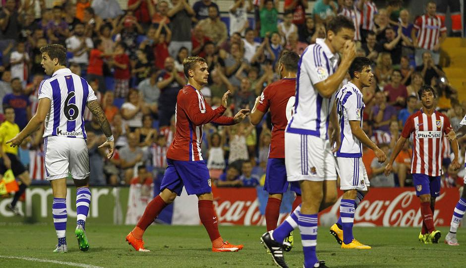 Partido amistoso Atlético de Madrid - Real Sociedad. Griezmann y Koke se felicitan tras el gol
