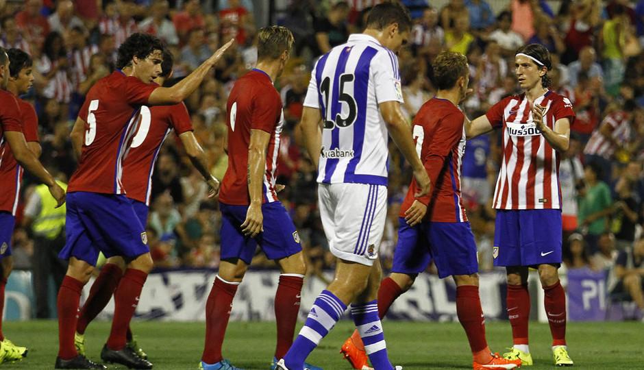 Partido amistoso Atlético de Madrid - Real Sociedad. El equipo celebra el tanto en propia puerta del rival