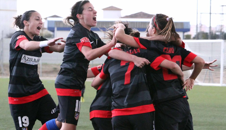 Temporada 2012-2013. Las jugadoras celebran el primer gol ante el Sevilla F.C.