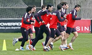 Temporada 12/13. Entrenamiento, los jugadores titulares ante la Real corrieron en grupo durante el entrenamiento en el Cerro del Espino