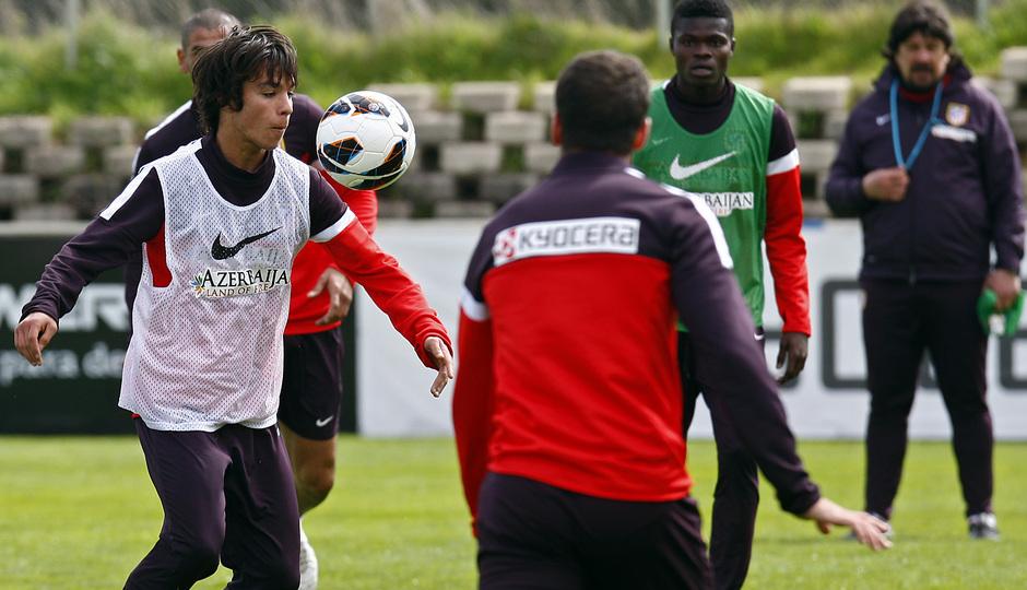 Temporada 12/13. Entrenamiento, Óliver controlando un balón durante el entrenamiento en el Cerro del Espino