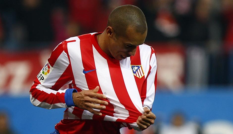 Temporada 12/13. Partido. Alegría de Miranda tras marcarle un gol al Sevilla