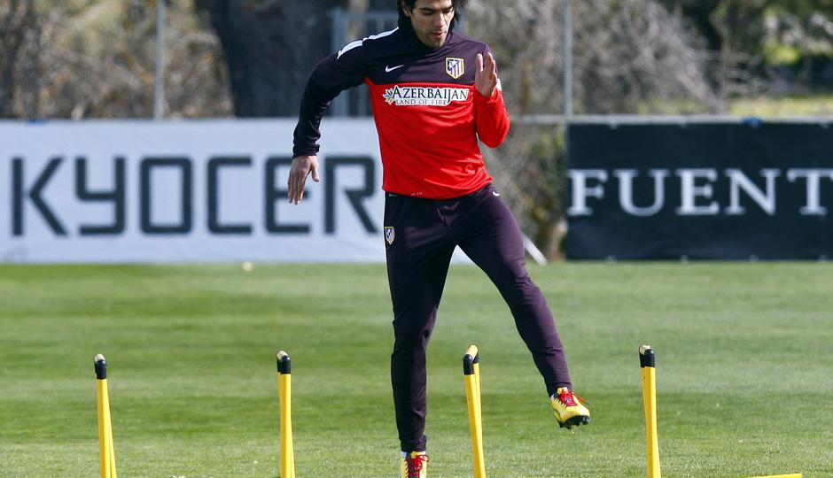 Temporada 12/13. Entrenamiento,Falcao realizando ejercicios físicos durante el entrenamiento en la Ciudad Deportiva de Majadahonda