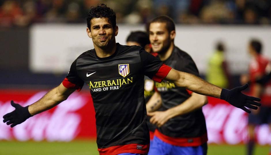 Diego Costa celebra uno de sus goles en El Sadar a Osasuna