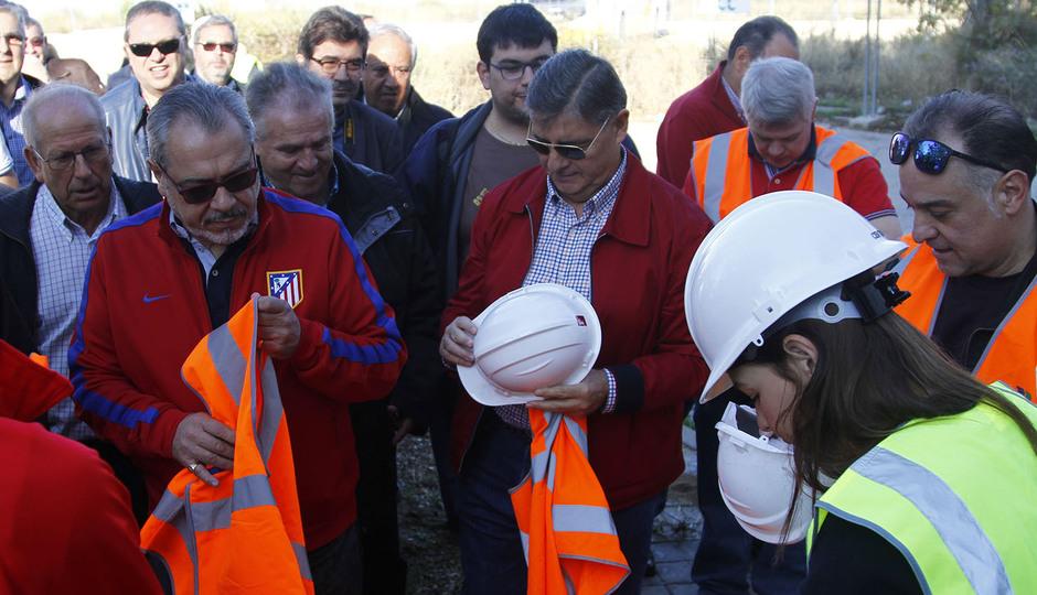 Visita de las Peñas al nuevo estadio | Peñistas recogen sus cascos y chalecos