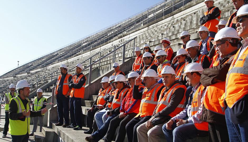 Visita de las Peñas al nuevo estadio | Los peñistas escuchan las explicaciones