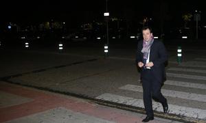 Fallecimiento Miguel San Román. Óscar Gil, a la entrada del tanatorio