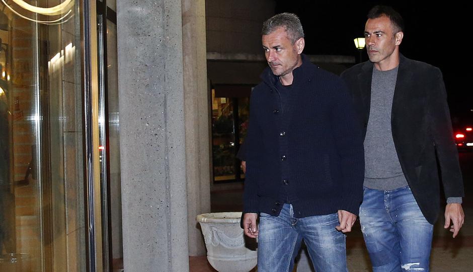 Fallecimiento Miguel San Román. Carlos Aguilera y José María Quevedo, en el tanatorio
