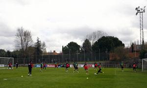 Temporada 12/13. Entrenamiento, jugadores jugando partidillo durante el entrenamiento en el Cerro del Espino, plano general