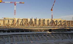 Nuevo estadio. Vista del lateral este y soporte para el tercer videomarcador