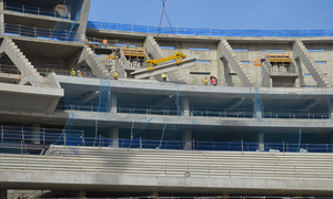 Nuevo estadio. Colocación de gradas en la parte alta