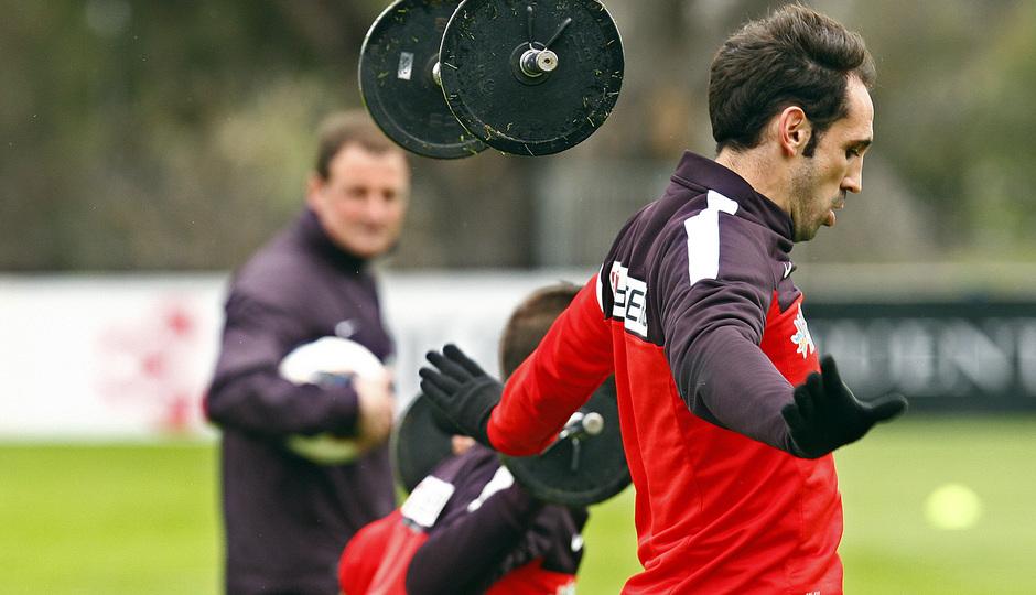 Temporada 12/13. Entrenamiento, Juafran lanzando las pesas durante el entrenamiento en la Ciudad Deportiva de Majadahonda