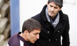 Cristian Rodríguez saluda a Caminero tras regresar de sus compromisos con Uruguay