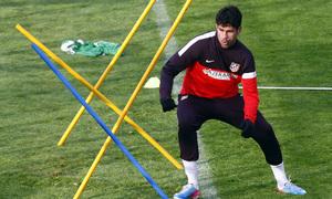 Diego Costa esquiva unas picas en un entrenamiento