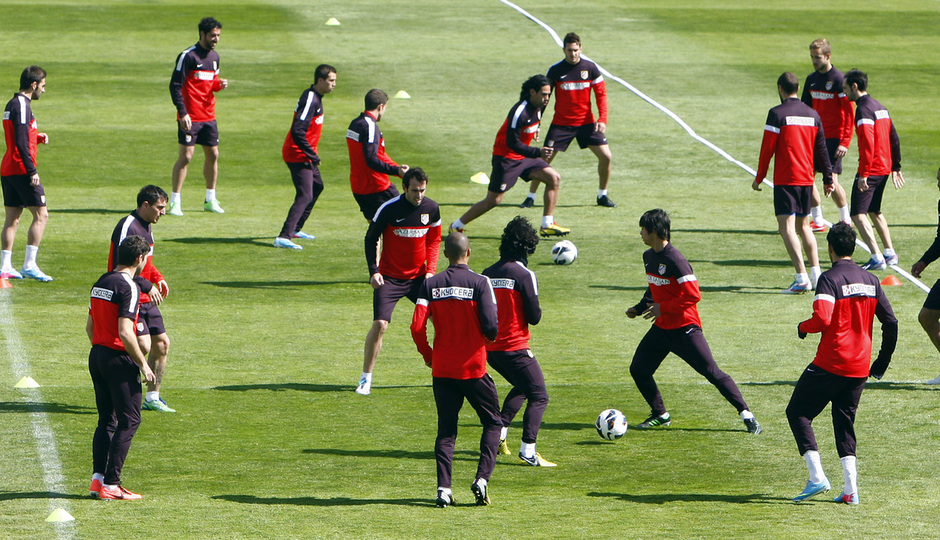 Temporada 12/13. Entrenamiento, rondos en el entrenamiento en la Ciudad Deportiva de Majadahonda