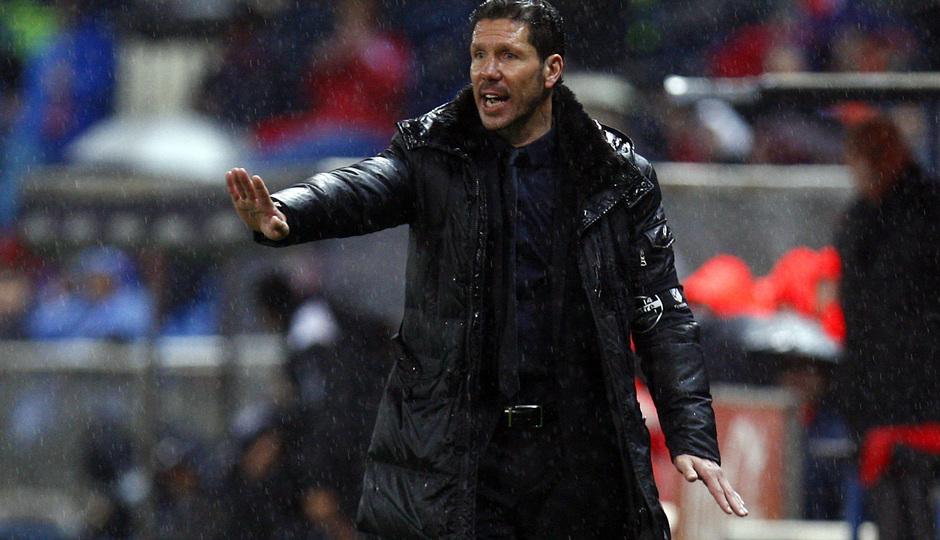 Temporada 12/13. Partido Atlético de Madrid Valencia.Simeone dando órdenes