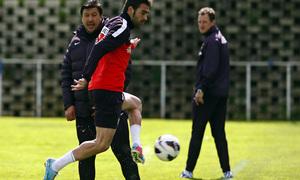 Temporada 12/13. Entrenamiento, Adrián rematando un balón en el entrenamiento en la Ciudad Deportiva de Majadahonda