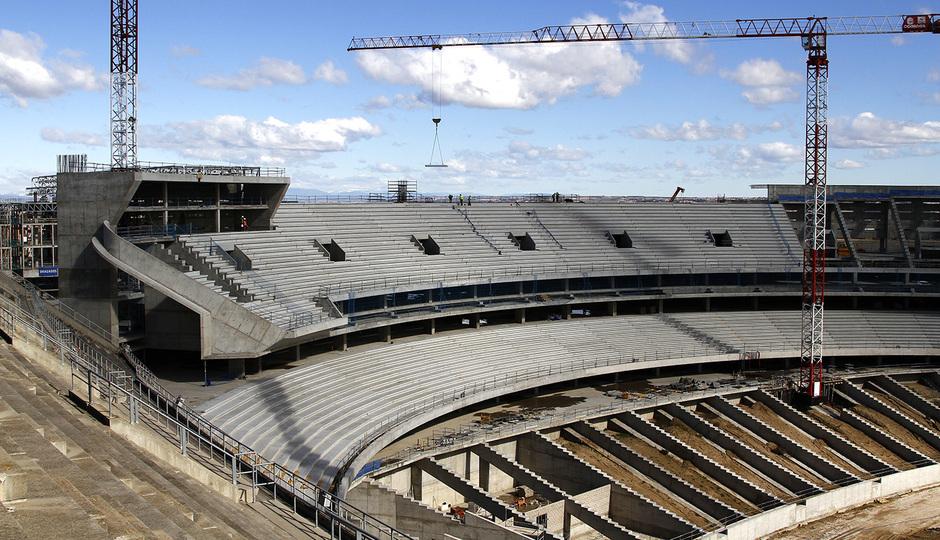 Nuevo estadio. Avance de la colocación de gradas en el fondo norte