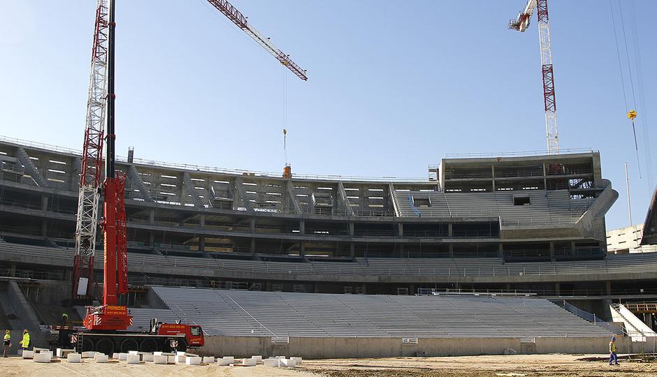 Nuevo estadio. Vista del fondo sur, avance de graderío en grada baja