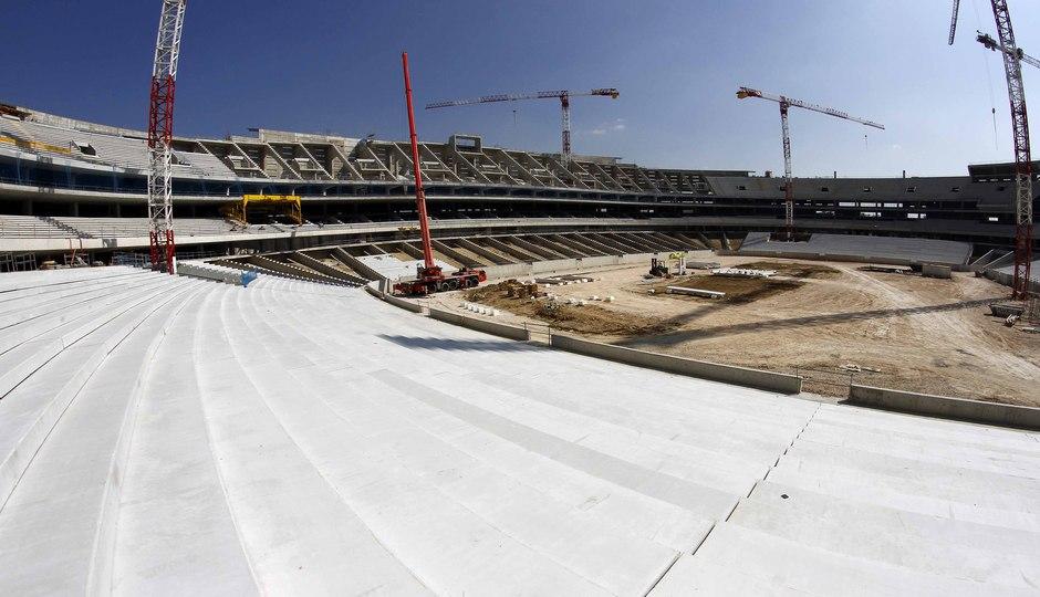 Temporada 2015-2016. Colocación de la grada Este en el nuevo estadio. 16-03-2016.