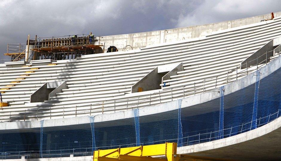Nuevo estadio. Bocanas de salida a la grada alta