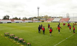Entrenamiento primer equipo 10/04/2013. Diego Pablo Simeone divide a los jugadores en dos grupos para los rondos.