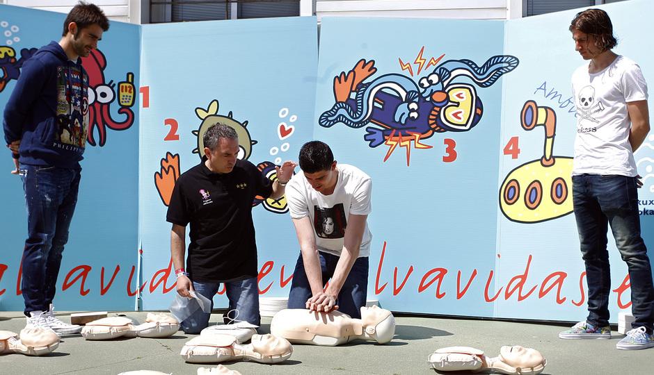 Courtois, Filipe y Adrián colaboran con el Proyecto Salvavidas