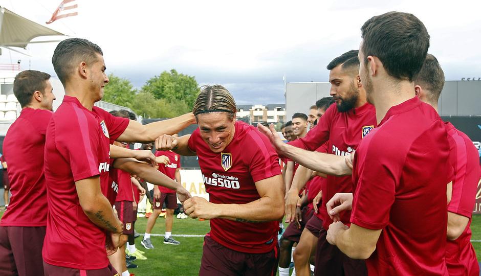Fernando Torres entró por la pasarela tras firmar por una temporada con el Atlético
