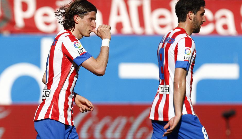 Temporada 12/13. Partido Atlético de Madrid Granada. Filipe celebrando un gol con el dedo en la boca