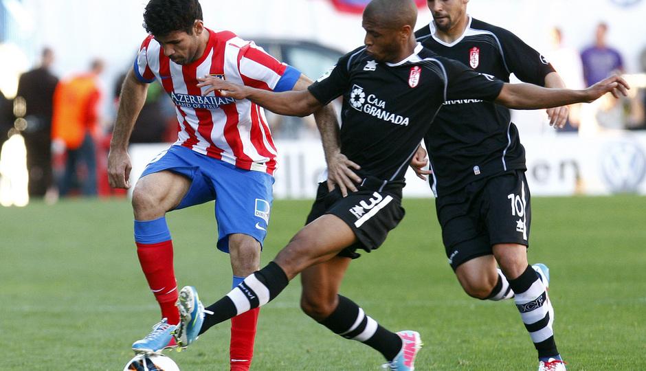 Temporada 12/13.Comida de directivas. Partido Atlético Granada.Diego Costa con el balón