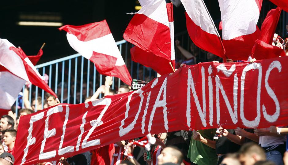 Temporada 12/13. Partido Atlético de Madrid Granada.aficion con pancarta