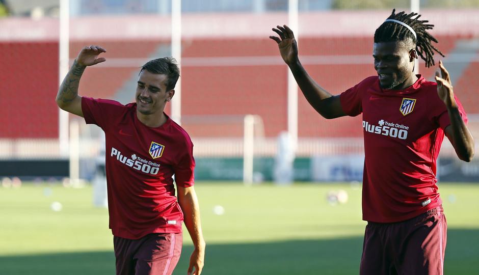 Temporada 16/17. Entrenamiento en la ciudad deportiva Wanda Atletico de Madrid 08_08_2016. Griezmann y Thomas.