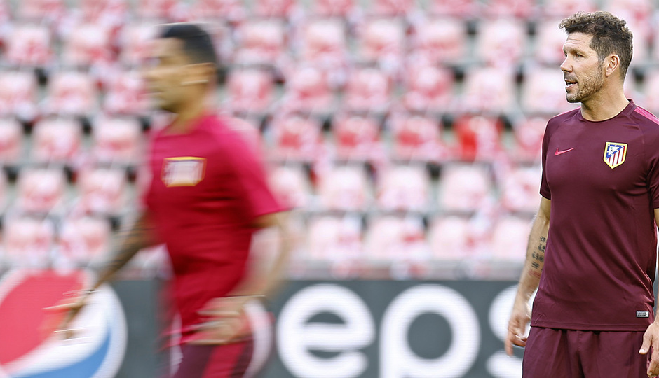 Temp.2016-2017. Entrenamiento Champions. PSV-Atlético de Madrid