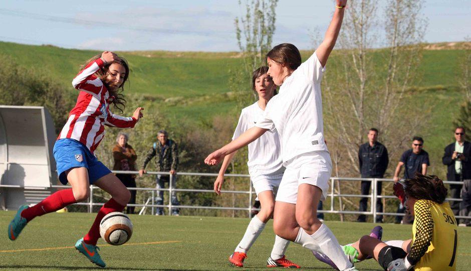 Temporada 2012-2013. Berta remató en el área pequeña un rechace de la portera