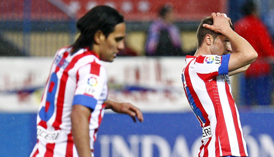 Temporada 12/13. Partido Atlético de Madrid Real Madrid. Gabi lamentandose de una ocasión fallida
