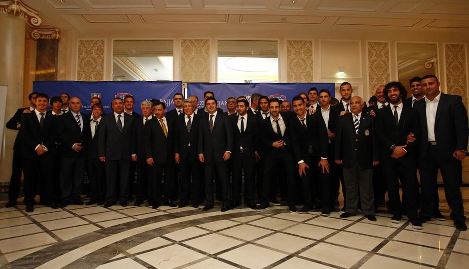 El equipo, posando en el hotel Four Seasons de Azerbaijan